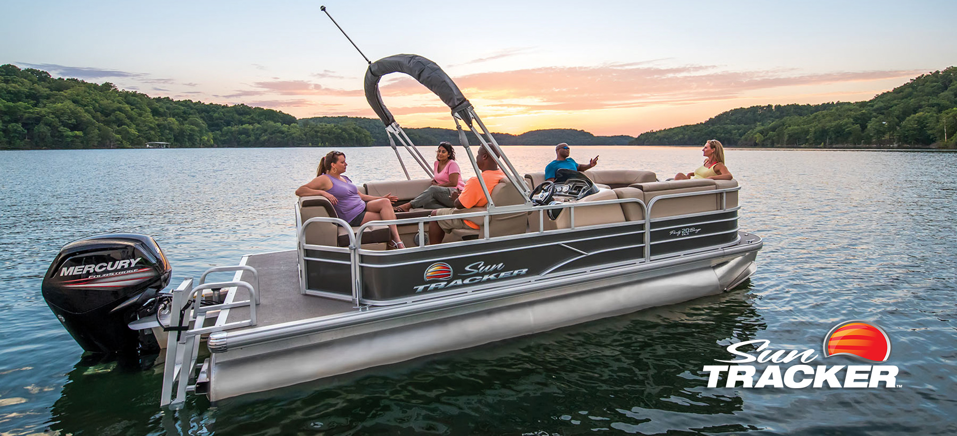 Sun Tracker party barge pontoon boat